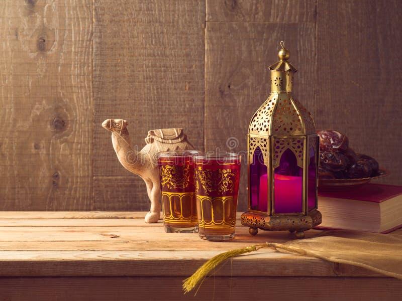 Rozjaśniający lampion, herbata i daty owocowy, zdjęcie royalty free