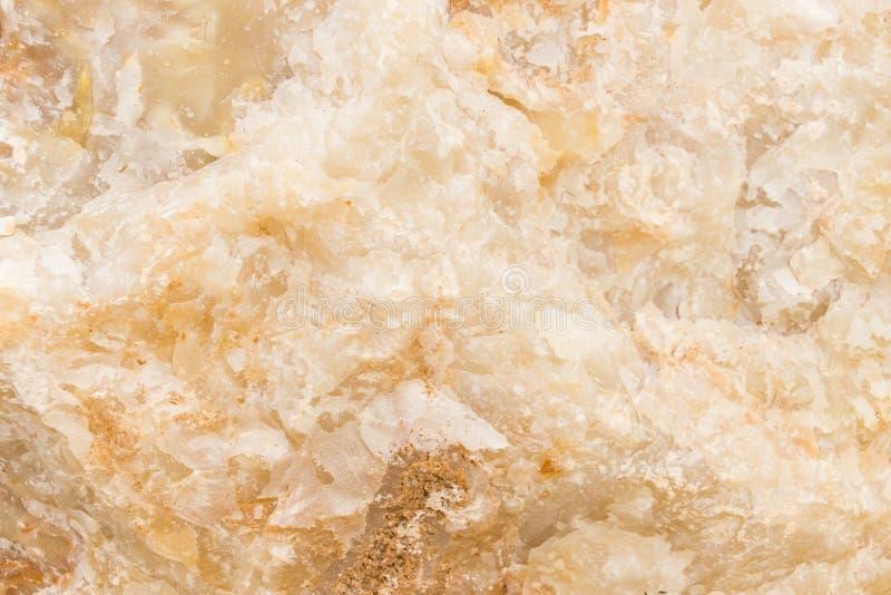 Rozjaśniający plasterka marmurowy onyks Horyzontalny wizerunek Ciepli spokojów kolory Piękny zakończenie w górę tła, onyksowego m obrazy royalty free