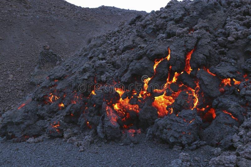 Rozjarzona stopiona powulkaniczna skała Eyjafjallajokull Fimmvorduhals Iceland obrazy stock