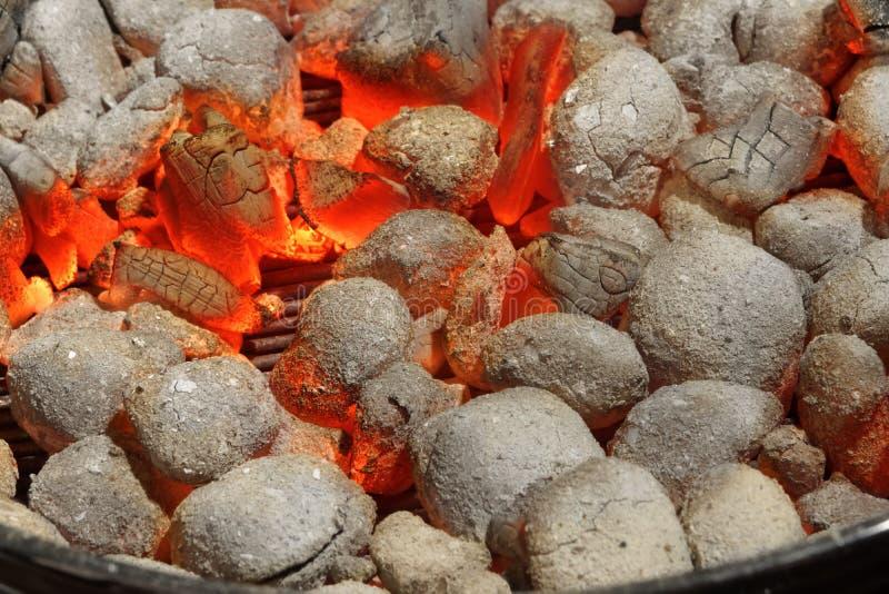 Rozjarzony Gorący węgiel drzewny Brykietuje zakończenia tła teksturę obrazy royalty free