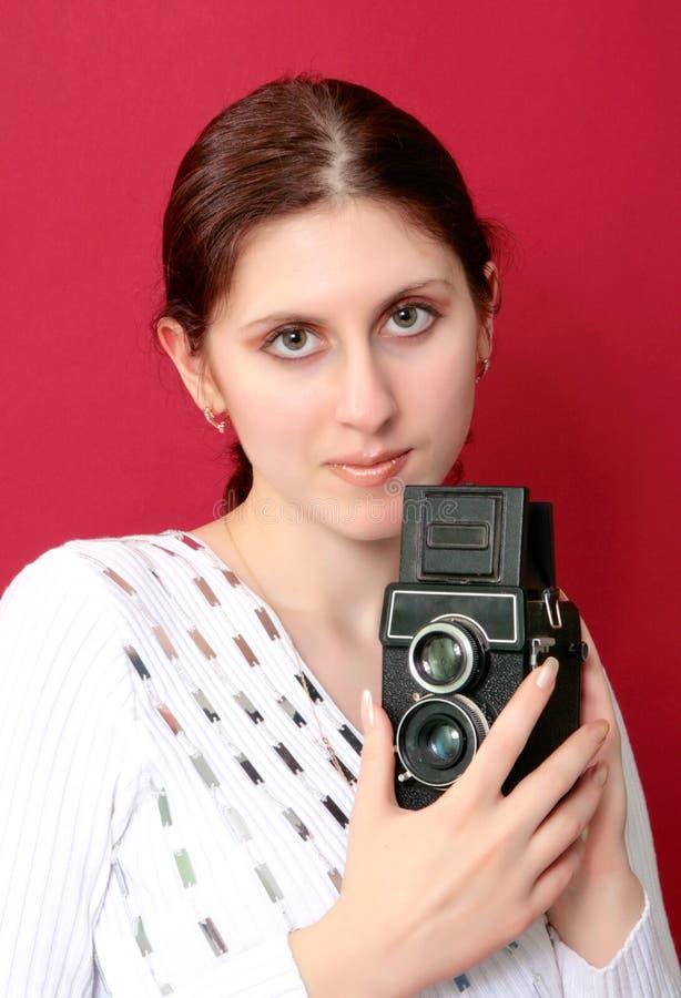 Rozkrzyczany kobiety mienie kamera fotografia stock