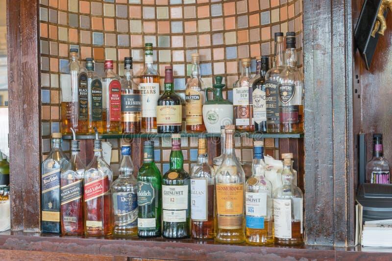 Rozmaitość duchy i whisky, scotch przy Irlandzkim pubem w San franku obrazy royalty free