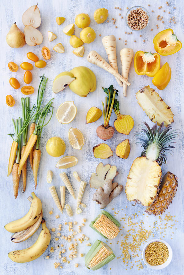 Rozmaitość koloru żółtego stonowany świeży produkt spożywczy zdjęcie royalty free