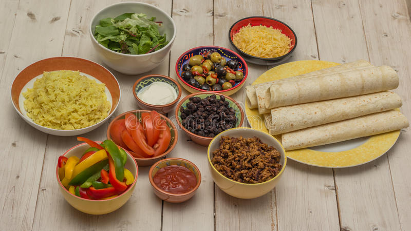 Download Rozmaitość Składniki Robić Meksykańskim Burritos Obraz Stock - Obraz złożonej z meksyk, burrito: 42525761