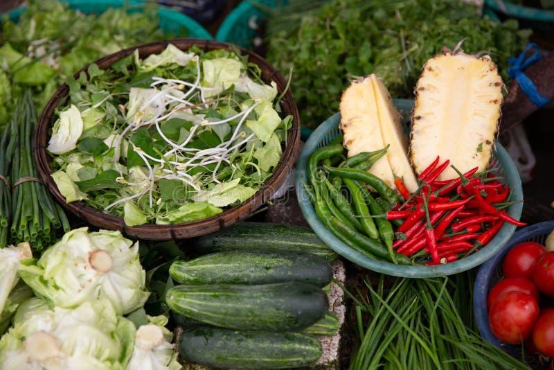 Rozmaitość warzywa, pikantność i Pokrojeni ananasy, obrazy royalty free