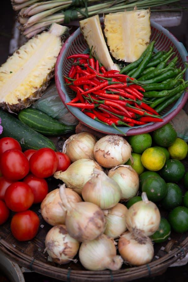 Rozmaitość warzywa, pikantność i Pokrojeni ananasy, zdjęcia royalty free