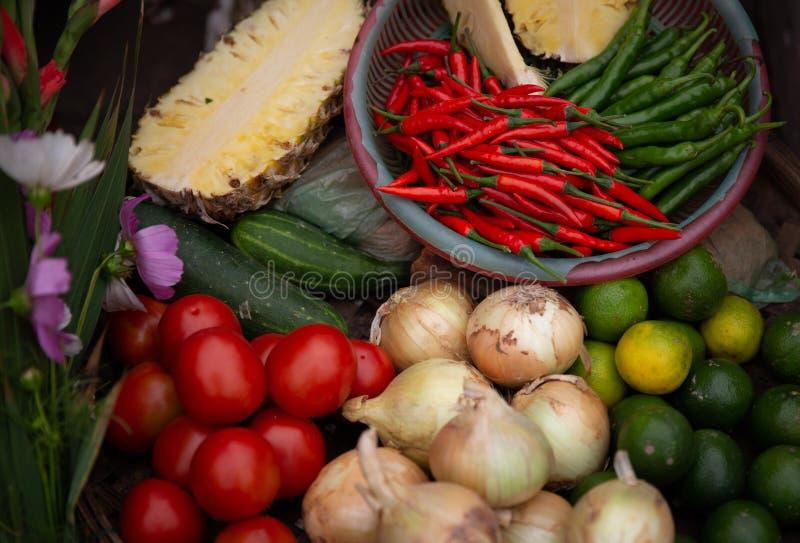 Rozmaitość warzywa, pikantność i Pokrojeni ananasy, fotografia stock