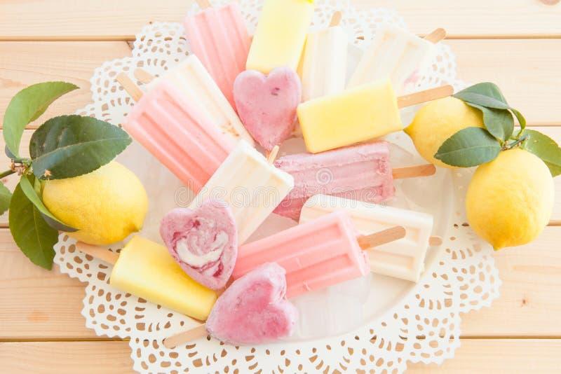 Download Rozmaitość Zamarznięci Popsicles Zdjęcie Stock - Obraz złożonej z świeżość, foremność: 53783714