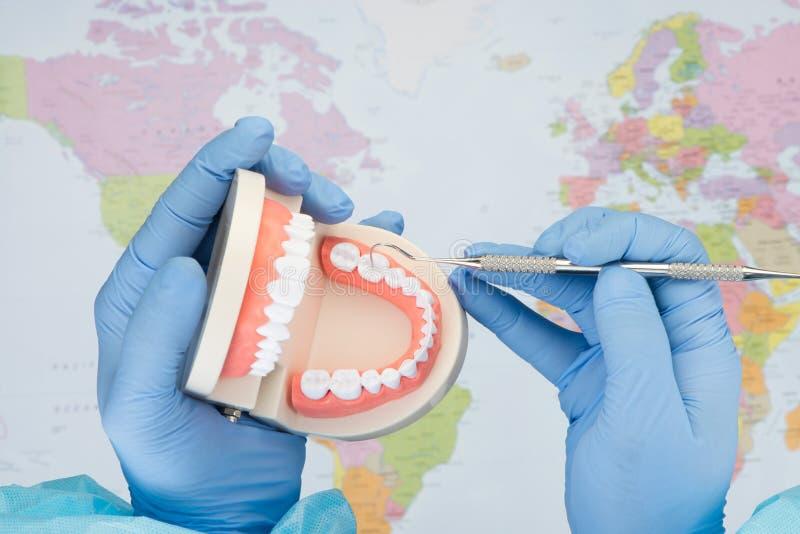 Rozmarzenie dentysty dentystyki usługa obrazy royalty free
