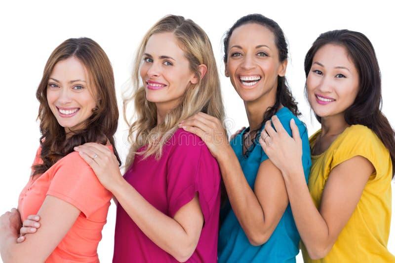 Rozochoceni modele w linii pozuje z kolorowymi t koszula zdjęcia royalty free