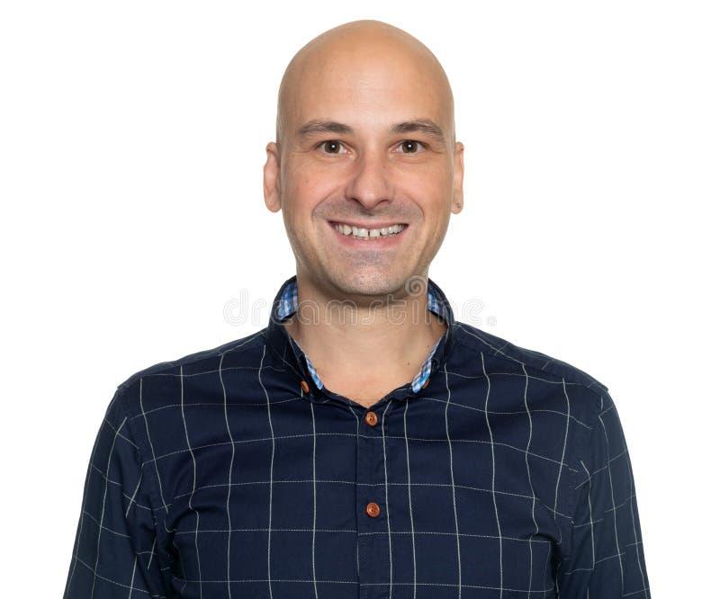 Rozochoceni 40 rok łysy mężczyzny ono uśmiecha się odizolowywam fotografia royalty free