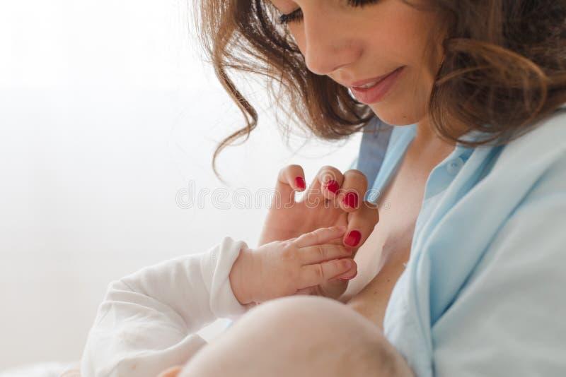 rozochocona dziecko kobieta zdjęcie stock