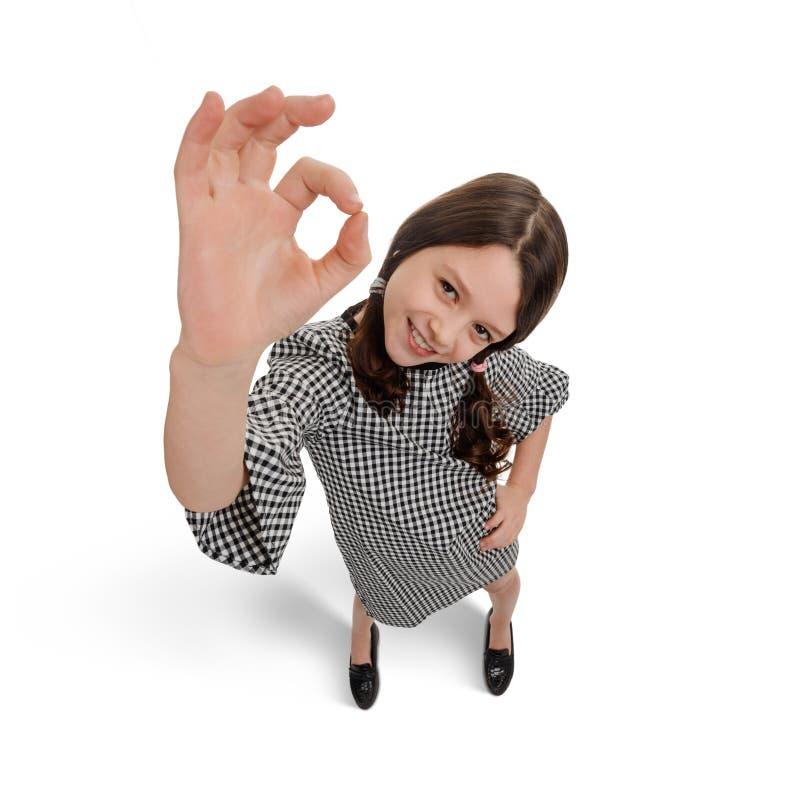 Rozochocona dziewczyna pokazuje OK znaka obraz royalty free