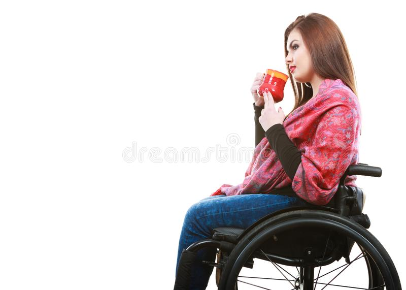 Rozochocona kaleka dama na wózku inwalidzkim obrazy royalty free