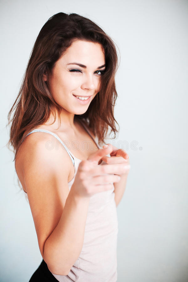 Rozochocona kobieta wskazuje palec zdjęcie royalty free