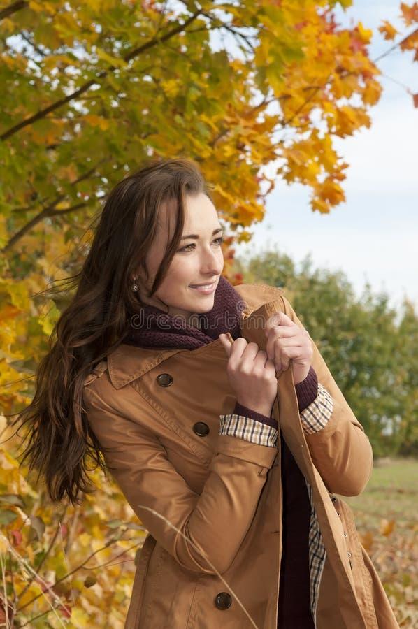 Rozochocona młoda kobieta zdjęcia stock