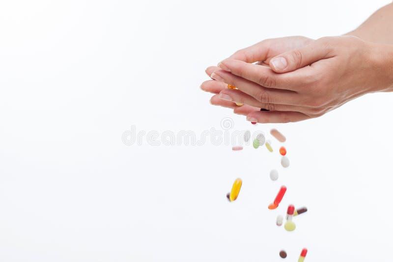 Rozochocona młoda kobieta no potrzebuje antybiotyków fotografia stock