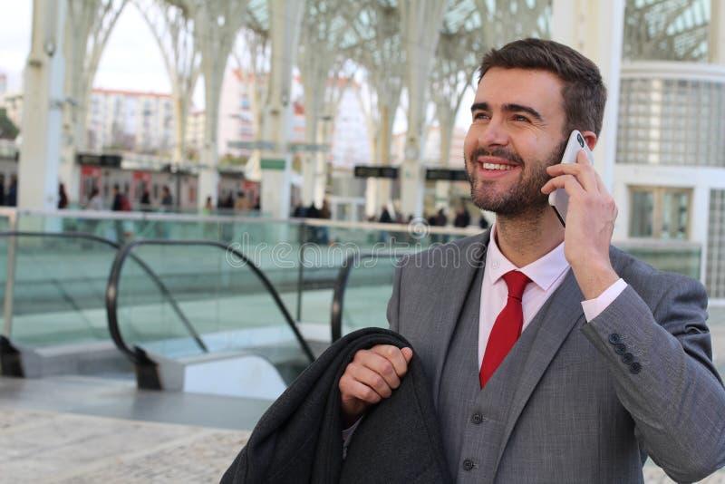 Rozochocona samiec robi wezwaniu od terminal fotografia royalty free