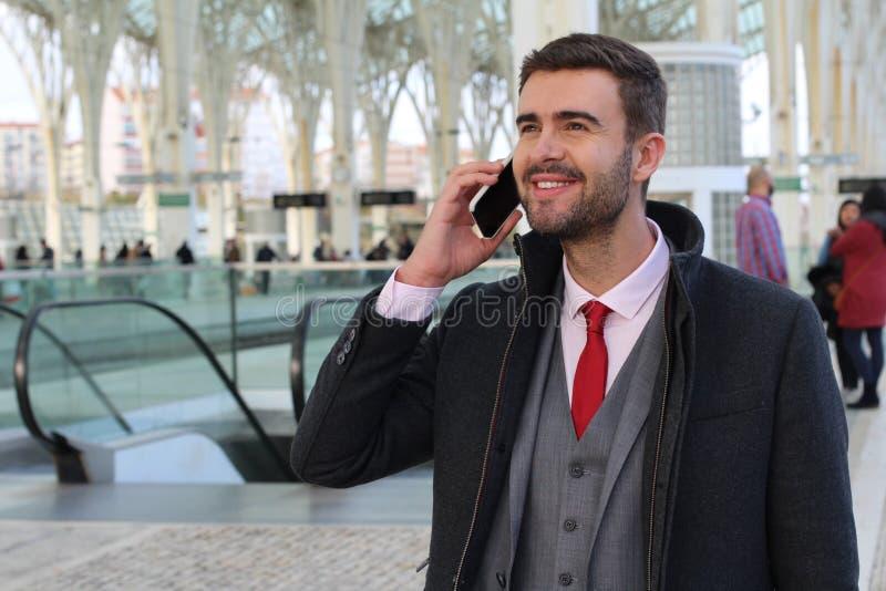 Rozochocona samiec robi wezwaniu od terminal zdjęcia royalty free