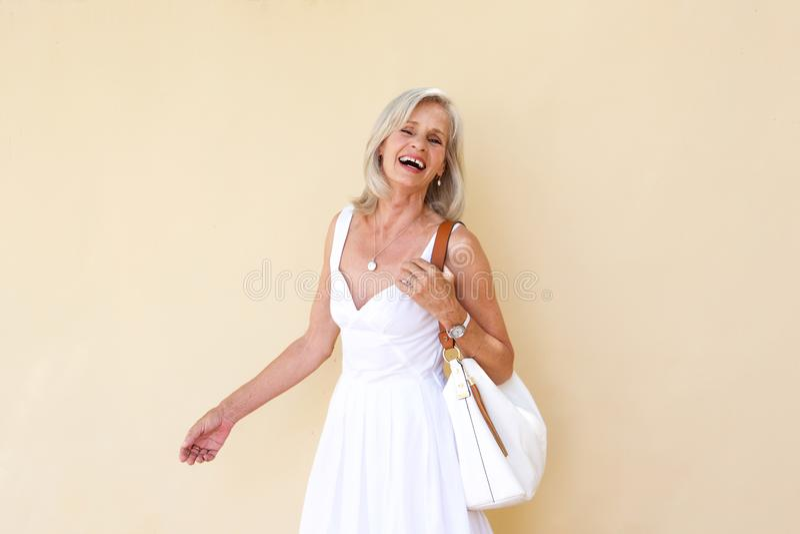 Rozochocona stara kobieta w lato sukni fotografia stock
