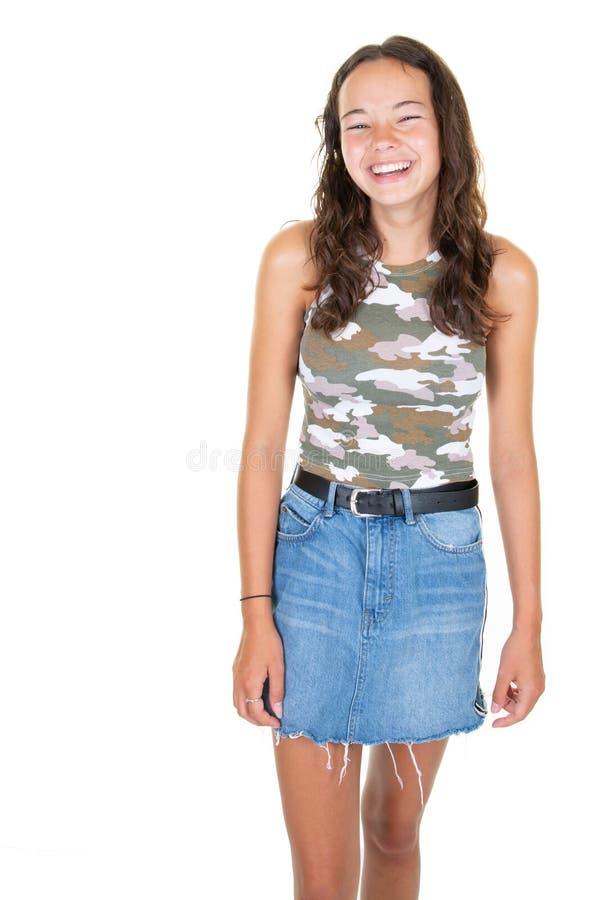 Rozochoconego szczęśliwego młodego pięknego dziewczyna nastolatka przyglądająca kamera uśmiecha się śmiać się nad białym tłem obrazy royalty free