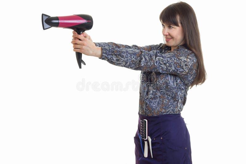 Rozochocony dorosłej kobiety stylista z hairdryer w rękach ono uśmiecha się obraz stock