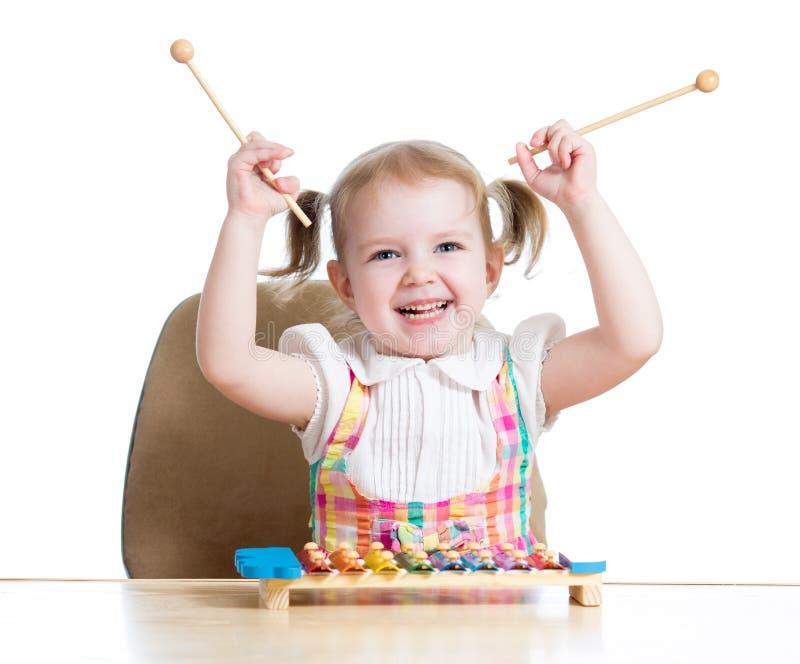 Rozochocony dzieciak dziewczyny bawić się obrazy royalty free