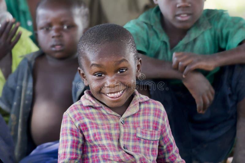 Rozochocony i szczęśliwy dzieciak od Wschodniego Uganda zdjęcie stock