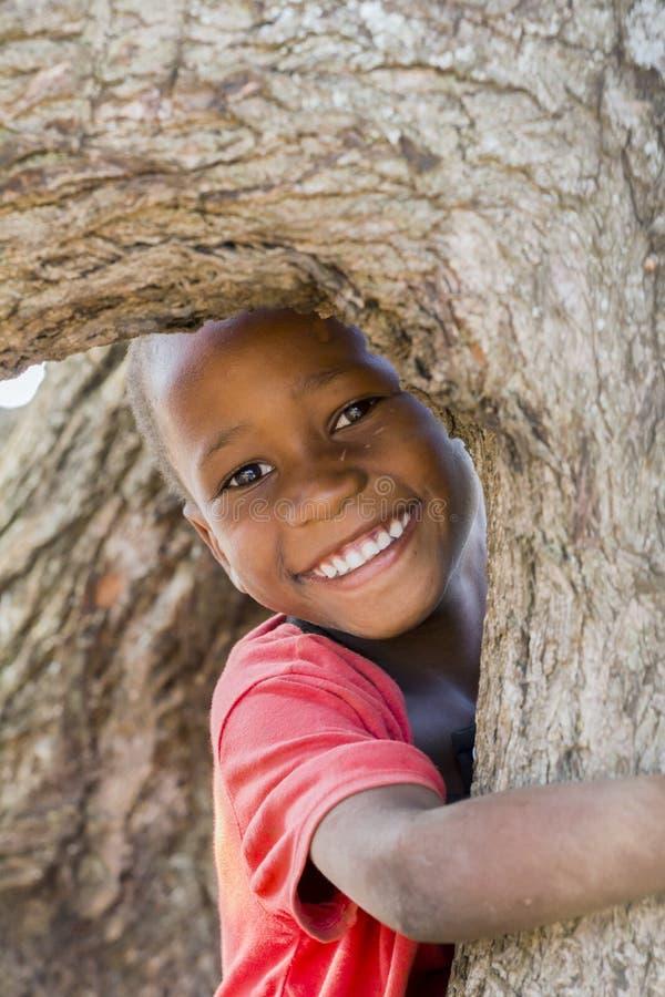 Rozochocony i szczęśliwy dzieciak od Wschodniego Uganda obrazy royalty free