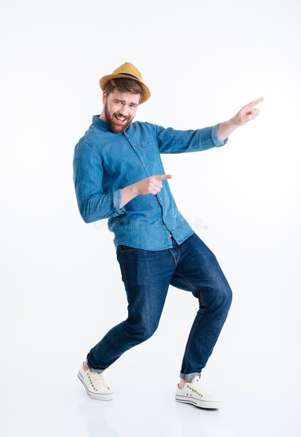 Rozochocony młody brodaty mężczyzna tanczy nad białym tłem obrazy royalty free