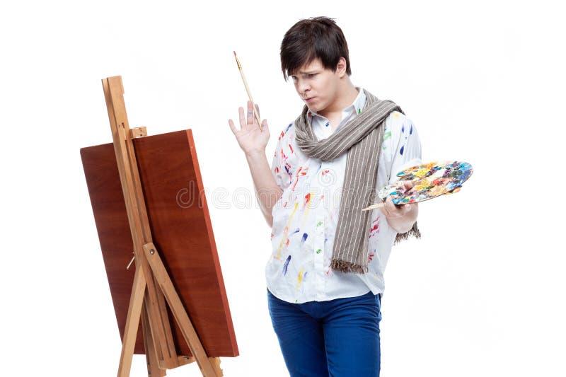 Rozochocony malarz z muśnięciem i paletą obrazy stock