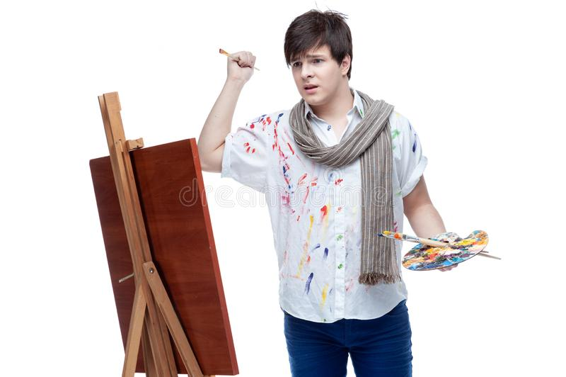 Rozochocony malarz z muśnięciem i paletą obrazy royalty free
