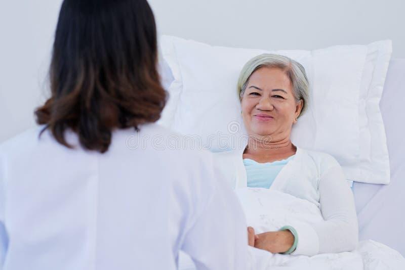 rozochocony pacjent obrazy royalty free