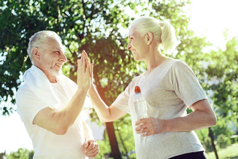 Rozochocony starzejący się kobiety powitanie jej mąż zdjęcie stock