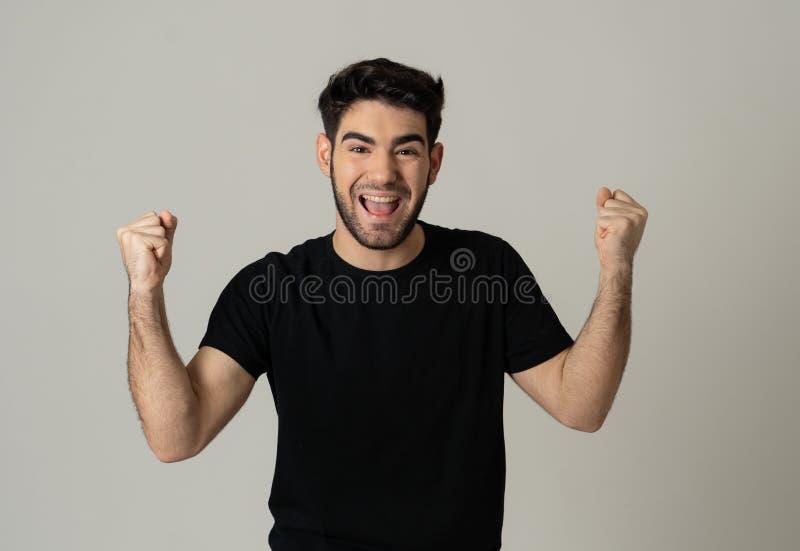 Rozochocony zdziwiony, szczęśliwy mężczyzna odświętności zwycięstwo i fotografia royalty free