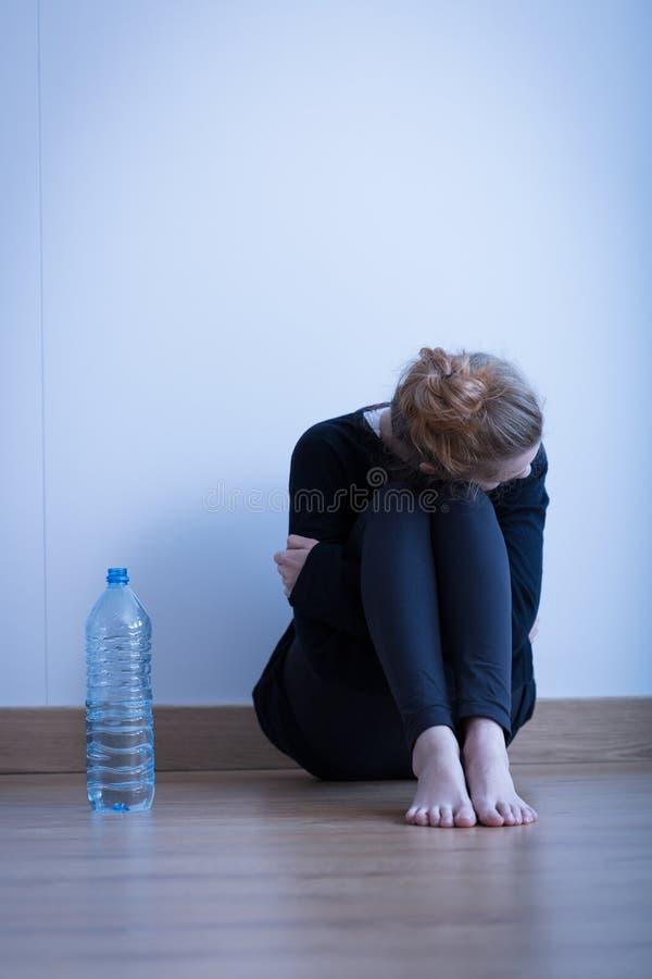 Rozpacz anorexic dziewczyna obraz royalty free