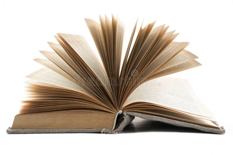 Rozpieczętowana rocznik książka w starej płótno pokrywie kłama na białym odosobnionym tle Horyzontalna rama fotografia stock