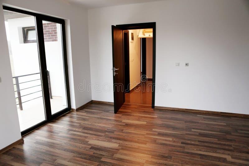 Rozpieczętowany drzwi w nowym domu obrazy stock