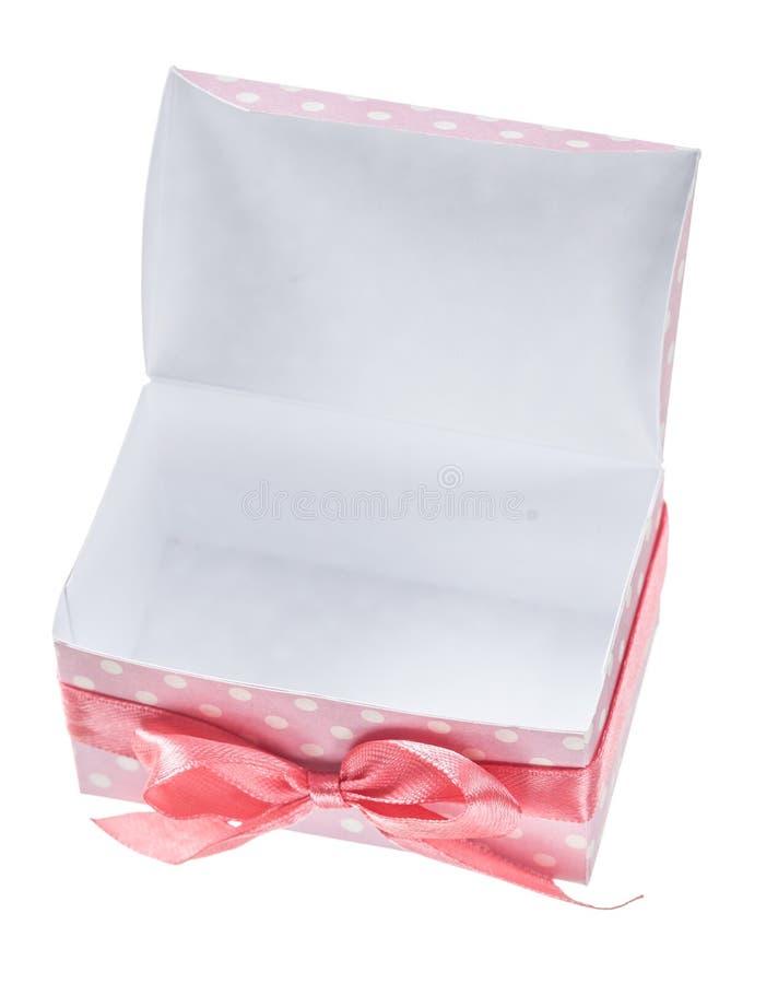 Rozpieczętowany menchii teraźniejszości pudełko odizolowywający na bielu obraz stock