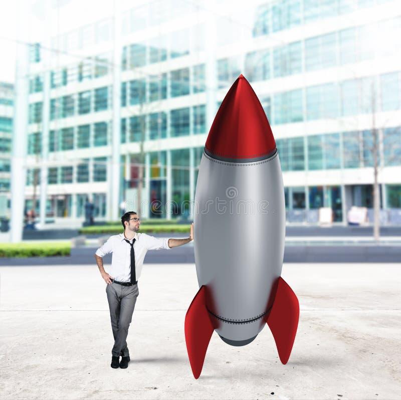 Rozpoczęcie nowa firma z zaczynać rakietę najlepszy biznesowej koncepcji trudności labirynt reach przeszkód graficzna wzrostu jes zdjęcia royalty free