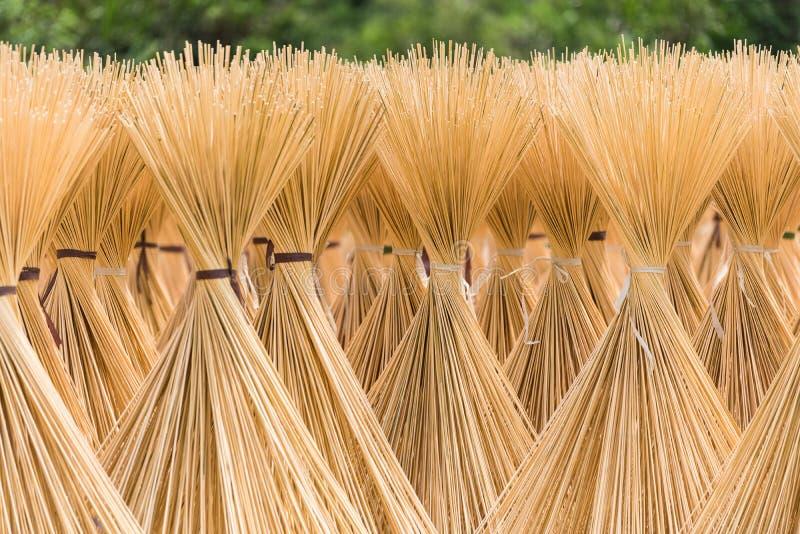 Rozporządzalni chopsticks robi scenie obraz stock