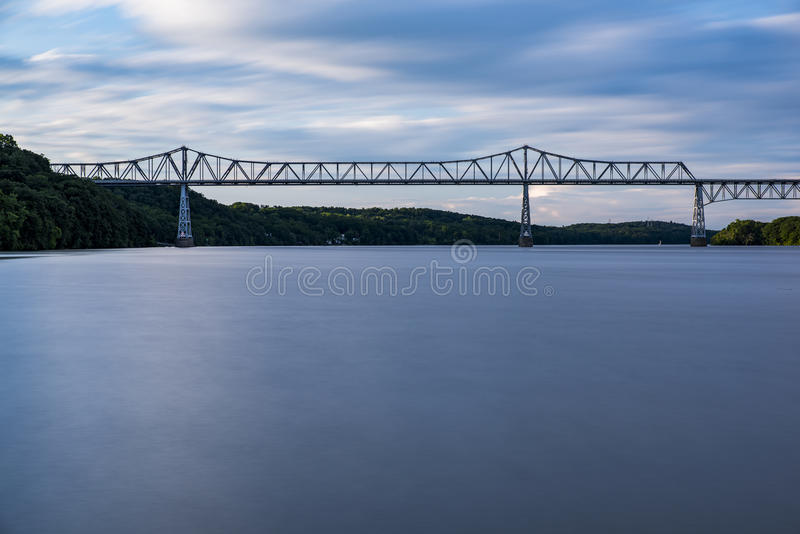 Rozprucie Van Winkle Przerzucający most hudson - Nowy Jork - zmierzch - obraz royalty free
