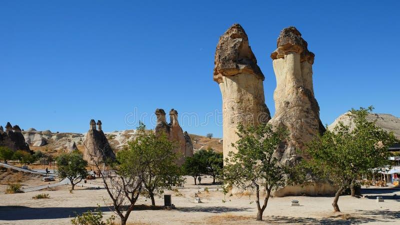 Rozrasta się kształtnych Czarodziejskich kominy w Pasabag dolinie michaelita dolina, Goreme park narodowy, Nevsehir prowincja Cap zdjęcia stock