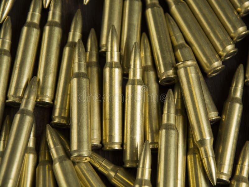 Rozrzucone ładownicy dla broni zdjęcia stock