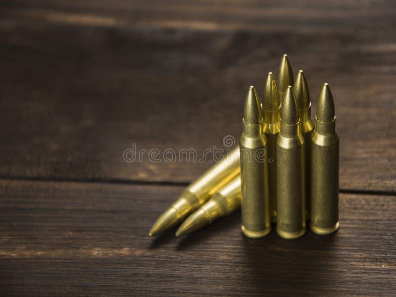 Rozrzucone ładownicy dla broni zdjęcie royalty free