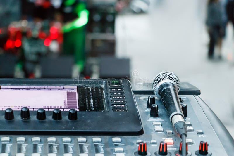 Rozsądny melanżer i mikrofon, outdoors obraz royalty free