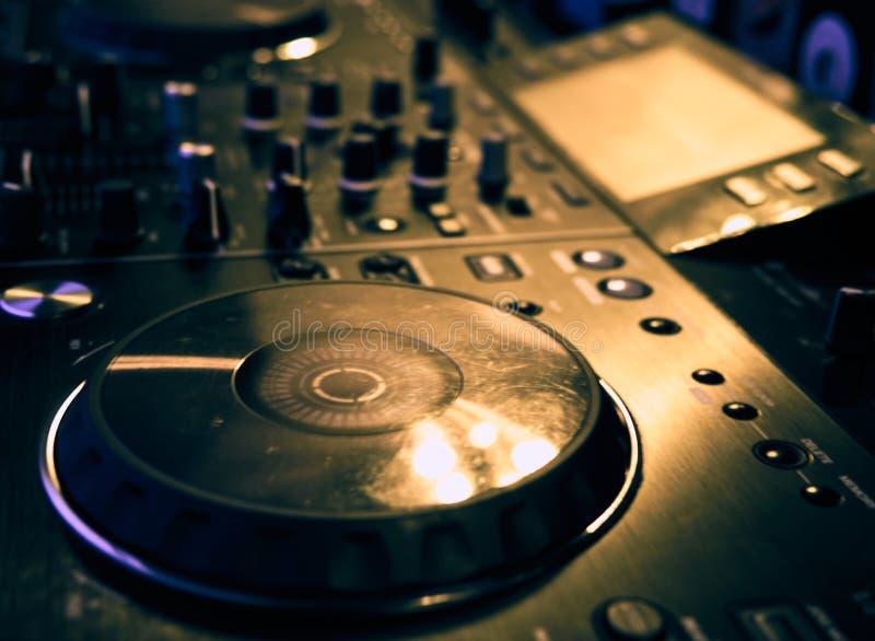 Rozsądny miesza konsola szczegół, zakończenie w górę DJ fachowa muzyczna konsola Szeroka kąt fotografia czarny rozsądnego melanże zdjęcie royalty free