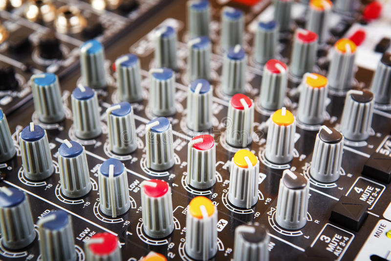 Rozsądny muzyczny melanżeru pulpit operatora obraz stock
