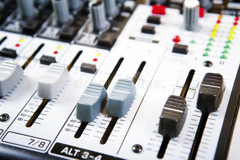 Rozsądny muzyczny melanżeru pulpit operatora obraz royalty free