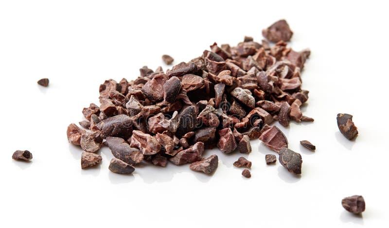 Rozsypisko cacao stalówki na białym tle zdjęcie stock